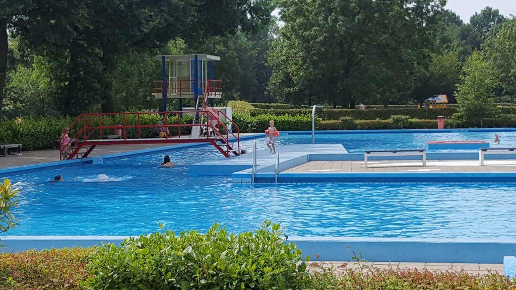 openlucht zwembad nabij Arnhem