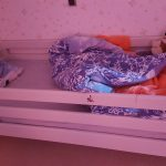 dochter baby vroeg wakker leeg bed