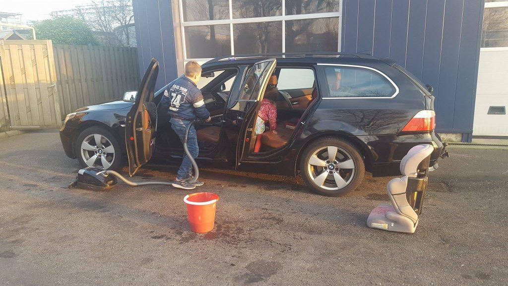 auto wassen wasstraat kinderen