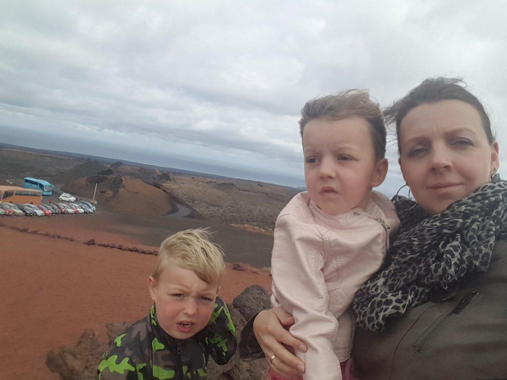 Vulkaan Lanzarote Timanfaya koud wind regen op vakantie Lisette Schrijft