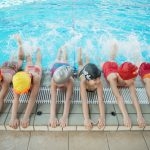 10 dingen die je denkt tijdens de eerste zwemles