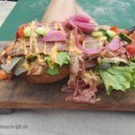 broodje rosbief op het strand Lisette Schrijft