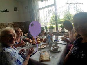 lisette schrijft oma is jarig even lunchen gezellig Lisette schrijft