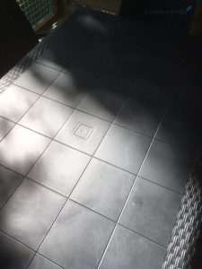 Waxinelichtjes kaarsvet op de tafel weghalen met fohn lisette schrijft