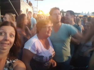dronken op een feestje foto's maken selfies Lisette Schrijft