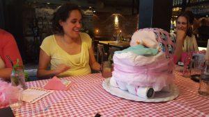 een luiertaart maken voor een babyshower Lisette Schrijft