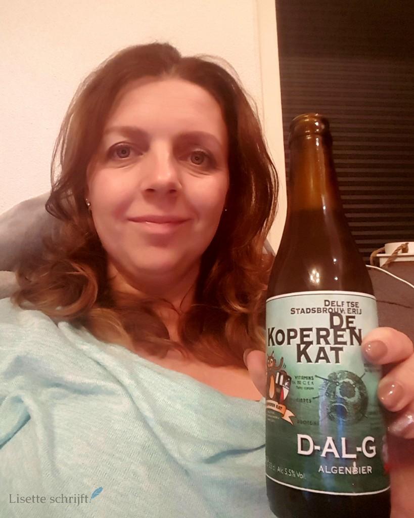 Bier drinken van de Koperen Kat Lisette Schrijft