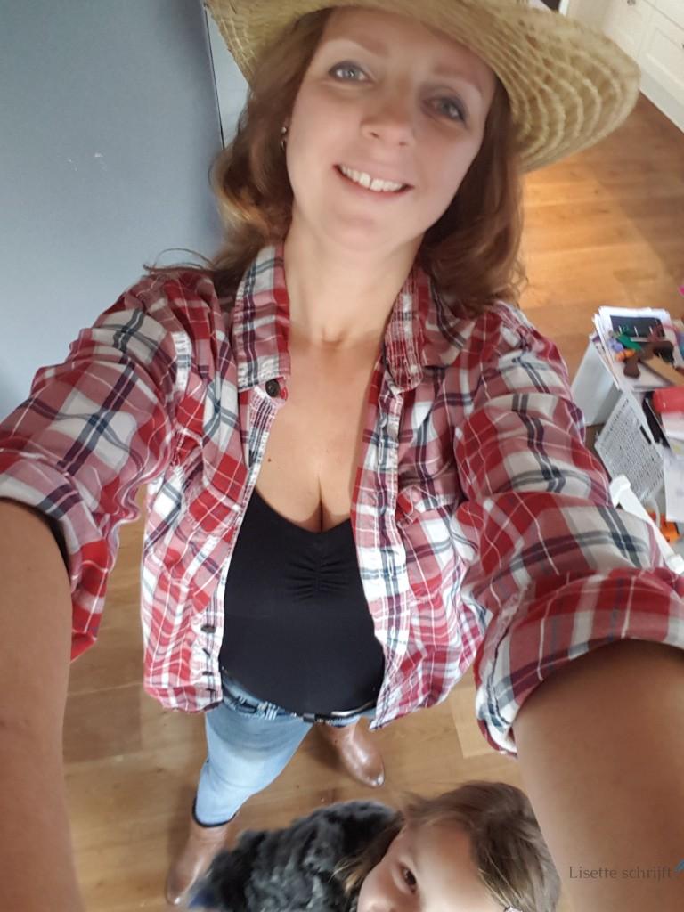 verkleed als cowgirl voor workshop linedancen Lisette Schrijft