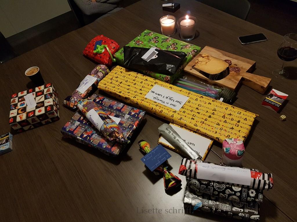 sinterklaas avond dobbelen voor cadeaus Lisette Schrijft