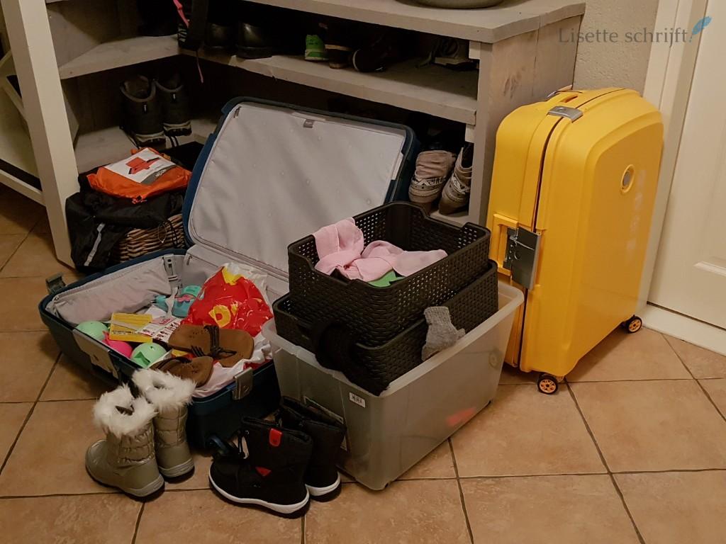 vakantievoorbereidingen koffers inpakken met kinderen Lisette Schrijft