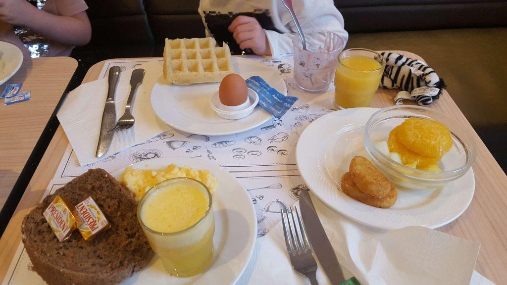 Ontbijten in Brussel met wafels Lisette Schrijft