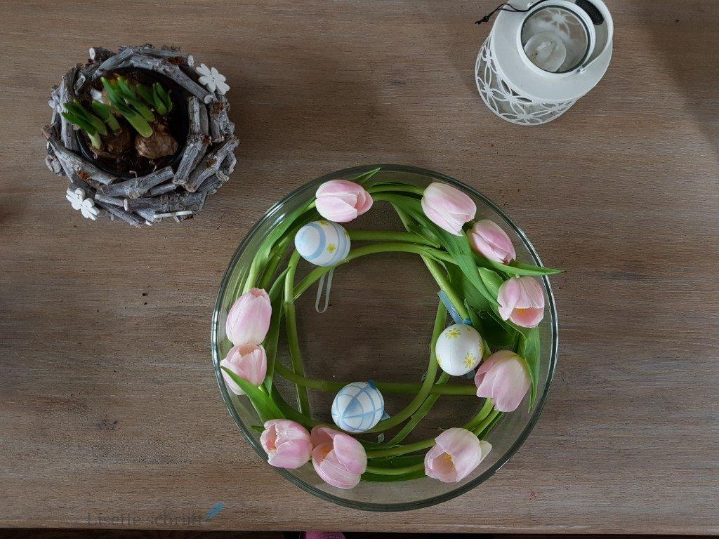 leuke paasdecoratie op de salontafel Lisette Schrijft