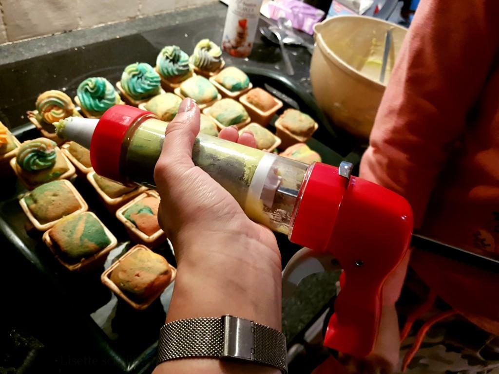 unicorn cupcakes als traktatie decoreren Lisette Schrijft