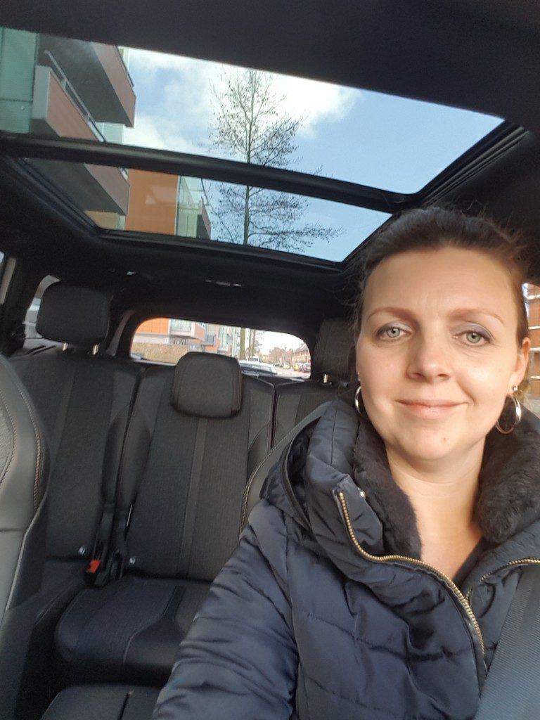 rijden in een nieuwe auto Lisette Schrijft