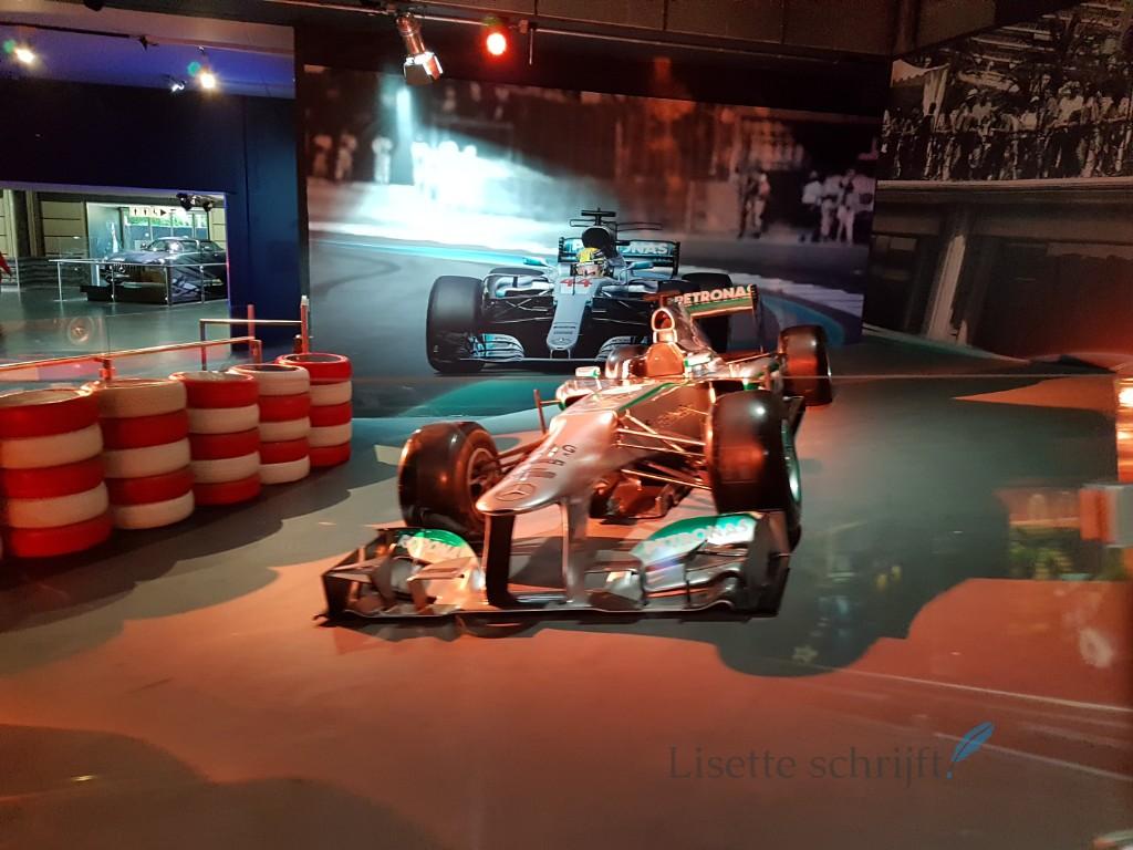 formule 1 auto bij achtbaan Silver Star in Europa-Park Lisette Schrijft