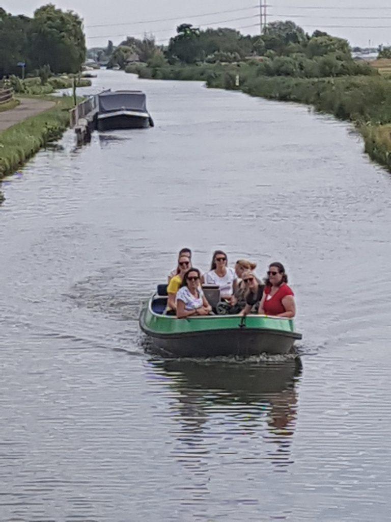 met een boot door het Westland varen Lisette Schrijft