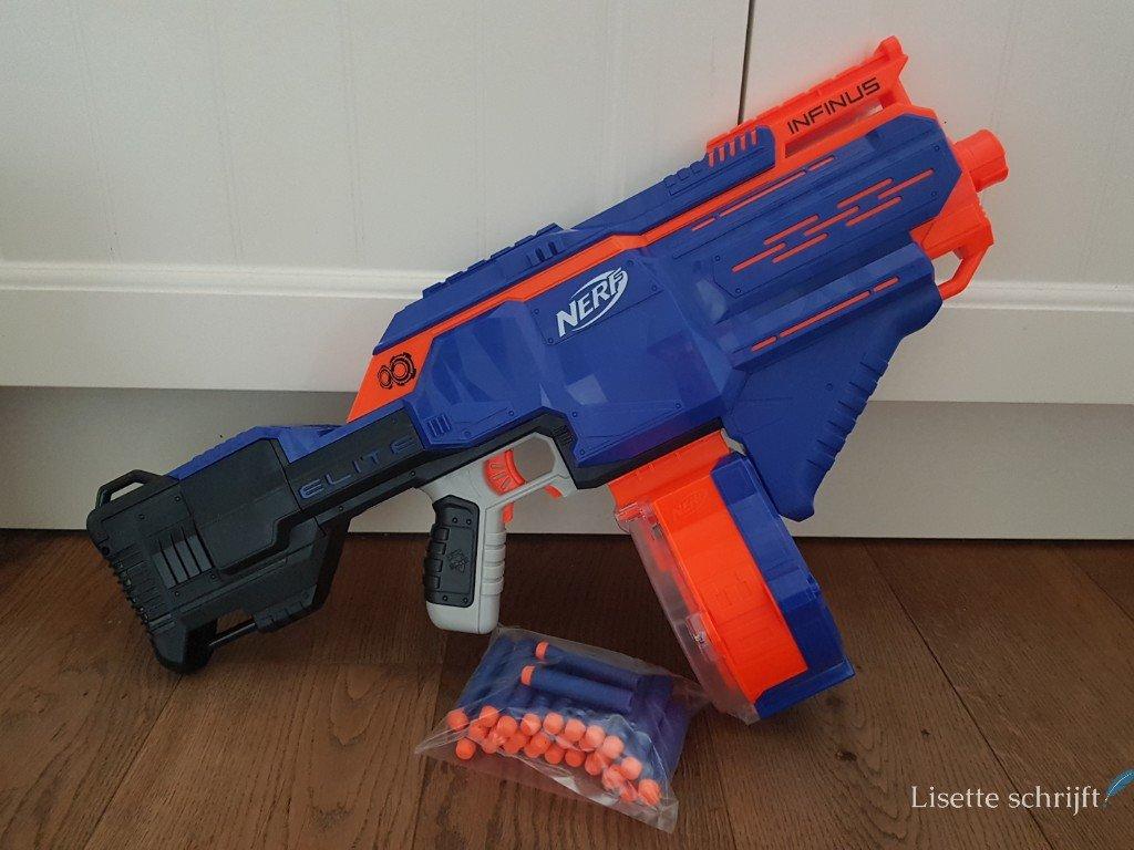 Nerf N-strike Elite Infinus blaster Lisette Schrijft