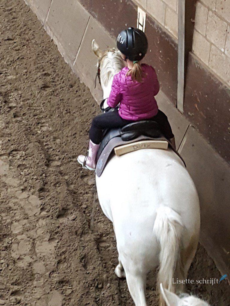 eerste paardrijles Lisette Schrijft