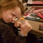 dochter speelt monopoly valsspelers editie Lisette Schrijft