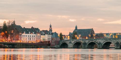 Maastricht in Zuid-Limburg met de Sint Servaasbrug
