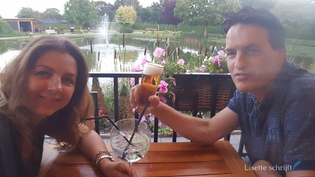 OP het terras bij hotel Maashof in Venlo