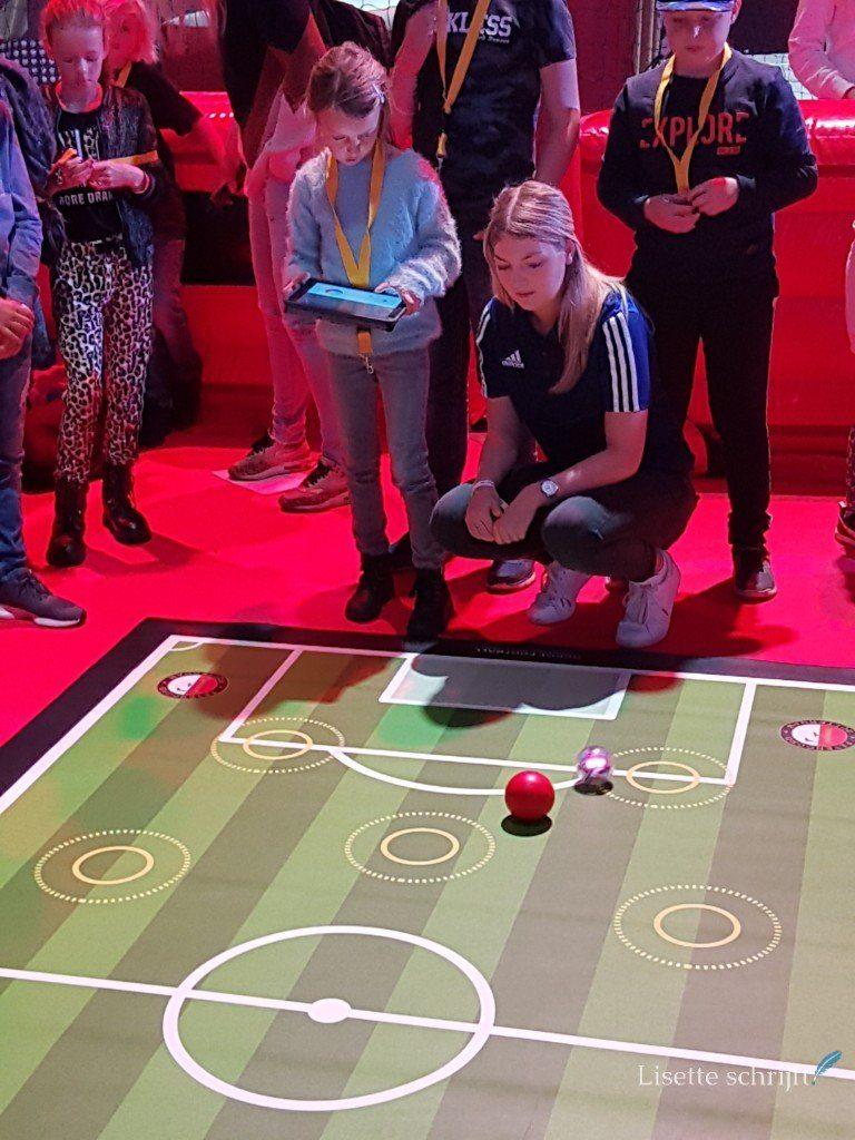 voetballen met een tablet op het generation discover festival