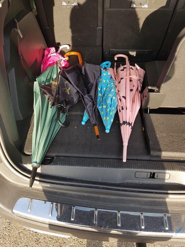 8 paraplu's in mijn auto