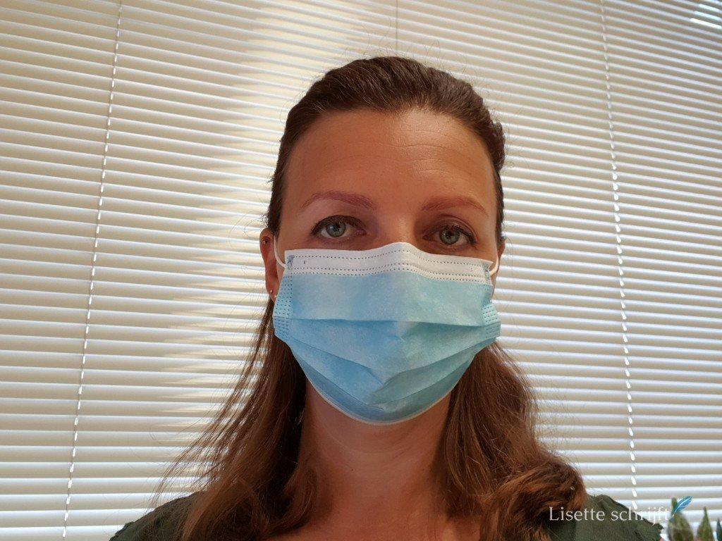 Een mondkapje op als je in de zorg werkt